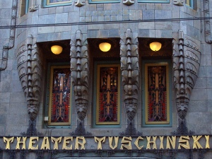 Tuschinski exterior